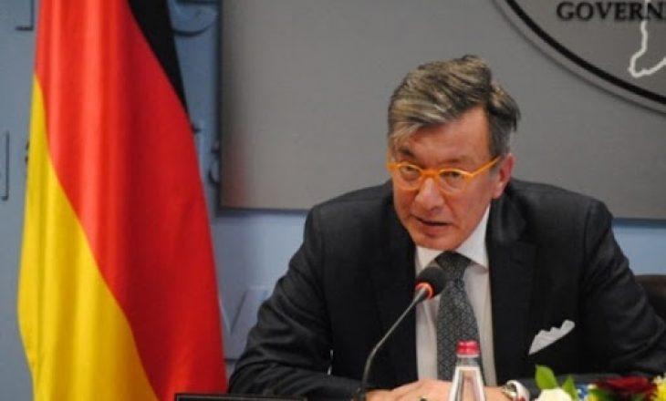 Ambasadori gjerman: Skenat në rrugë dhe terraca të kafeneve të padurueshme