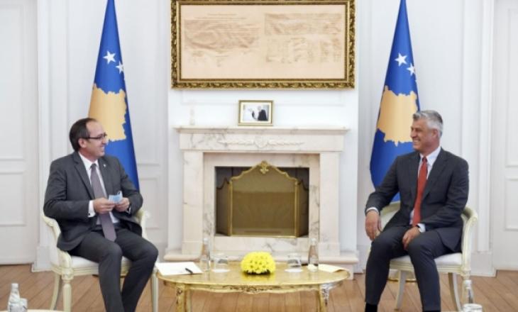 Takimi Thaçi-Hoti para se kryeministri të raportojë në Kosovë për dialogun