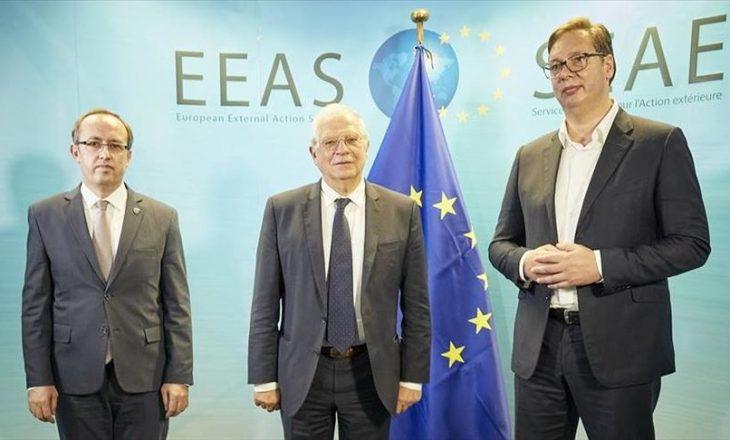 Borell e pranon se biseda në mes të Hotit e Vuçiq ishte e vështirë