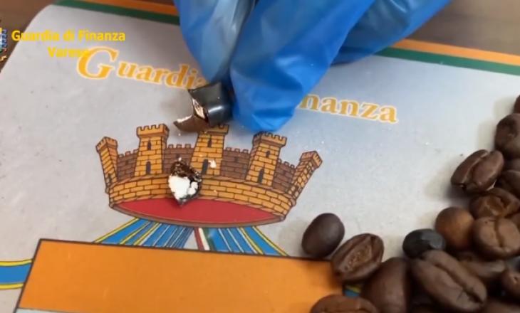 Mjeshtëria e trafikimit – kokainë brenda kokrrave të kafes (VIDEO)