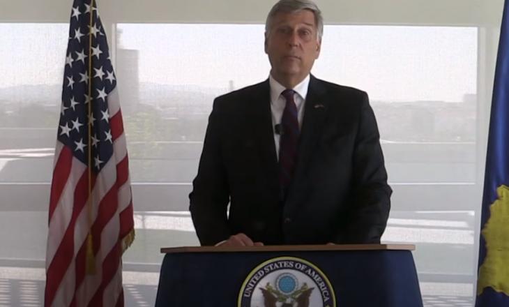 Ambasadori amerikan në Kosovë: Demokracia nuk është sport për spektatorë – kërkon angazhim
