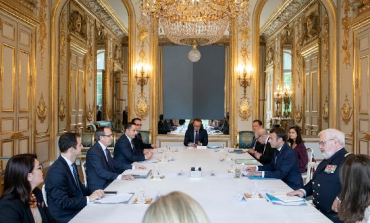 Macron ftohet nga Hoti ta vizitojë Kosovën
