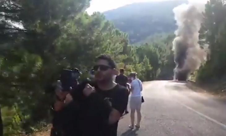Vetura kaplohet nga flakët – për pak sa s'u dogjën të gjallë Ermal Mamaqi, Inva Mula e yje të tjerë (VIDEO)