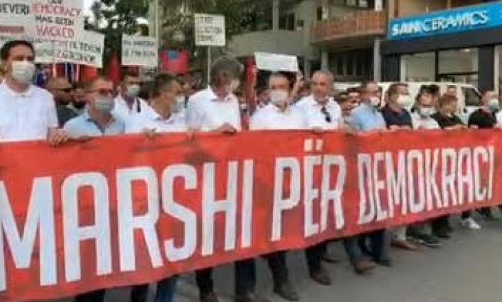 Zgjedhjet në Maqedoninë e Veriut: Marsh protestues kundër vjedhjes së votës