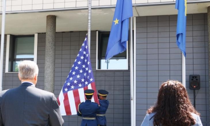 Osmani bashkë me ambasadorin amerikan nderojnë flamurin për 4 Korrik