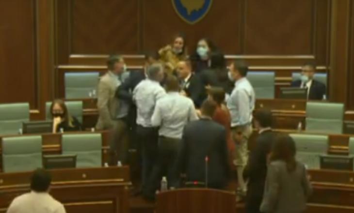 Vazhdon seanca për rishikimin e buxhetit, Hoti raporton lidhur me situatën me COVID-19
