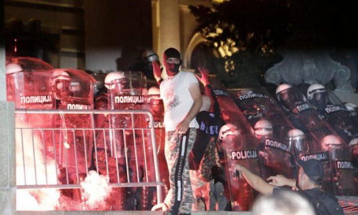 Protestat nuk po ndalen në Serbi – si i mashtroi Vuçiq serbët para zgjedhjeve?