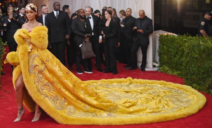 Fustani i Rihanna-s bëri histori në Met Gala por ajo ndihej si një 'kloun'
