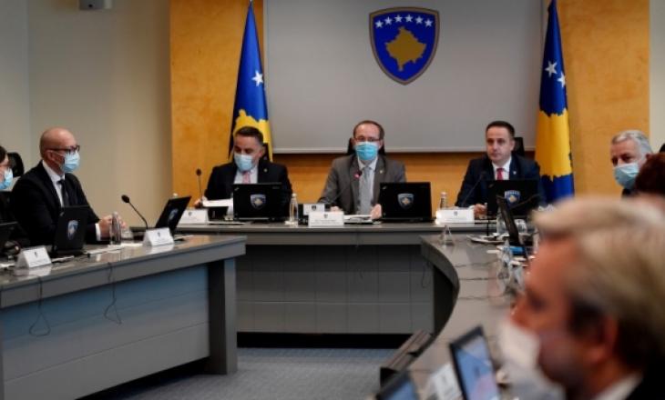 Qeveria pro ligjit për vlerat e luftës, përveç dy ministrave serbë