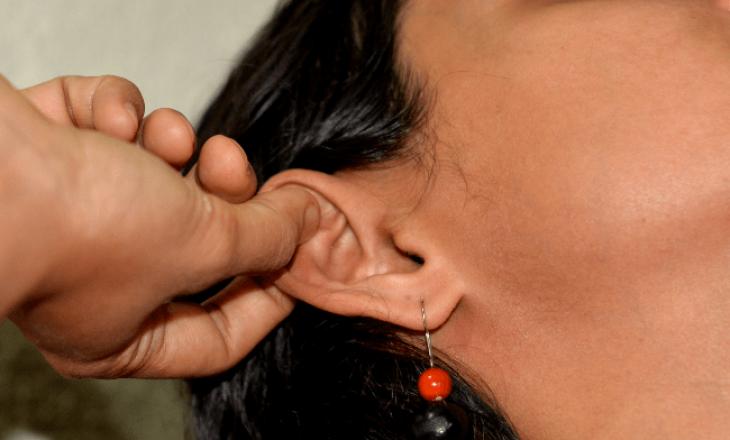 Përfitimet shëndetsore të masazhës së veshëve