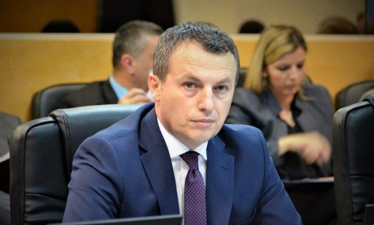 Ministri Reçica: Së shpejti do ta njohim stazhin e punës për të punësuarit e viteve të 90'ta