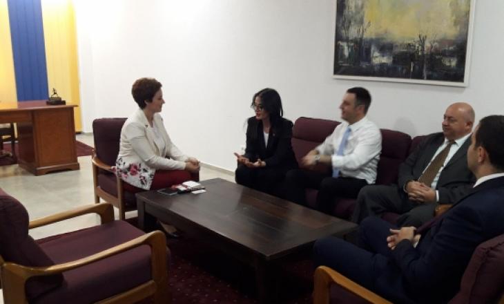 Ministri Selimi: Çështja e Luginës të jetë temë e dialogut me Serbinë