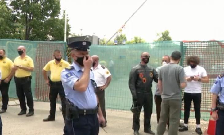 Tensione në protestën për xhaminë