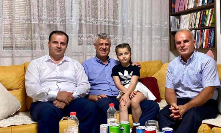 Thaçi në familjen e Vasfije Krasniqit: Motrat dhe nënat tona u dhunuan vetëm dhe vetëm pse ishin shqiptare