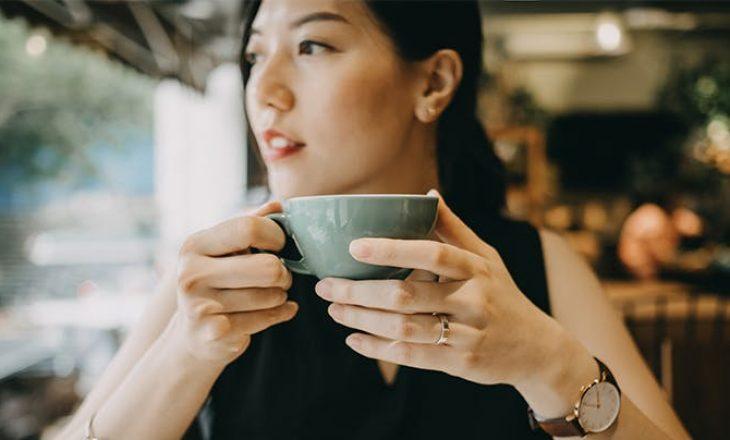 Nutricistja shpjegon pse nuk duhet të pini kafe në stomak të zbrazët