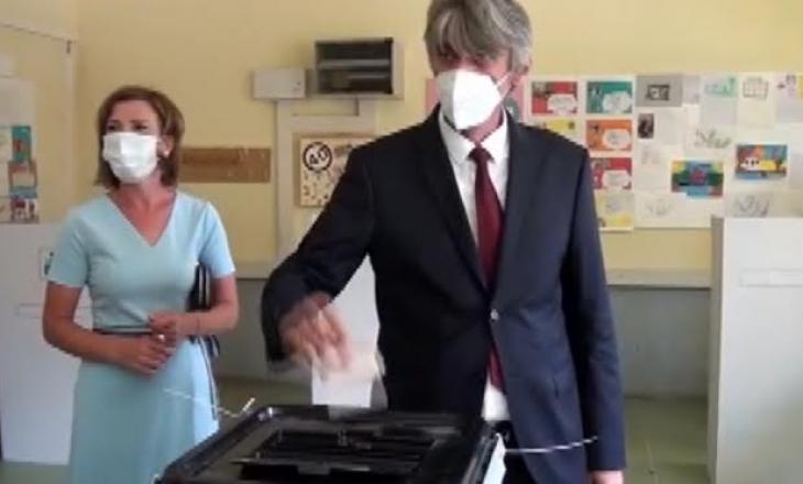 Sela: Partitë shqiptare në pushtet po bëjnë presion dhe shantazh te qytetarët
