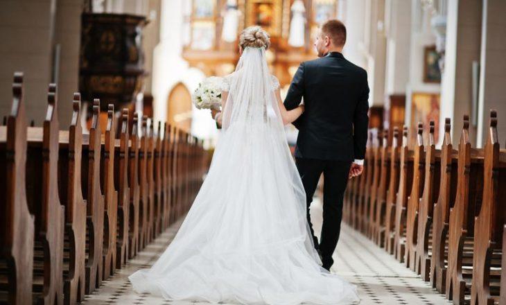 Ftesat e 'pasjellshme' të çiftit që po martohen – Ndajnë të ftuarit në kategori