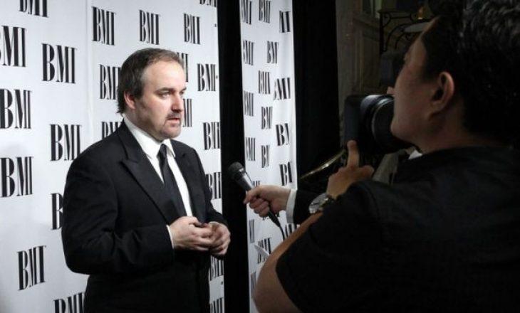 Kompozitori i filmit James Bond, David Arnold thotë se industria e muzikës është 'buzë humnerës'