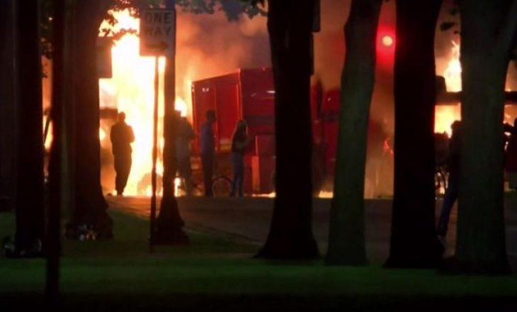Shpërthejnë protesta pasi policia amerikane qëlloi disa herë një njeri me ngjyrë