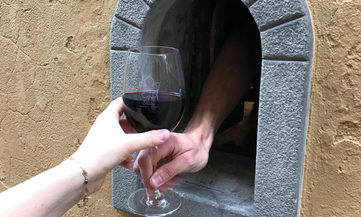 Coronavirus-i ka rikthyer 'vrimat e vogla të verës' në Itali