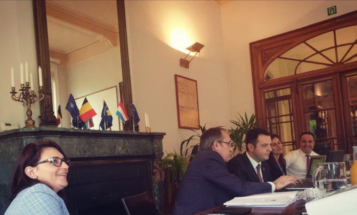 Shefja e kabinetit të Avdullah Hotit i reagon Selim Selimit