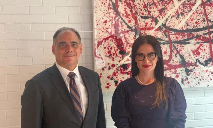 Meliza Haradinaj – Stublla takohet me James Carafano