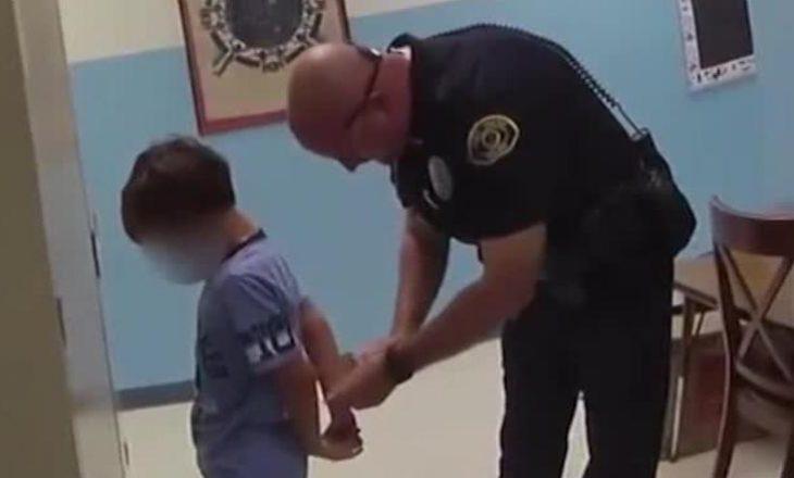 Policia arrestoi një 8-vjeçar në shkollë – kyçet e tij të dorës ishin shumë të vogla për prangat