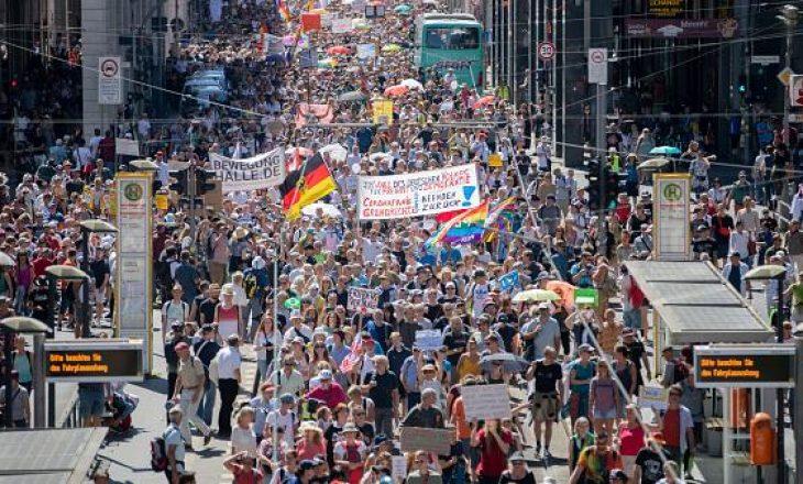 Mijëra persona protestojnë në Gjermani kundër masave të shtetit lidhur me Covid-19