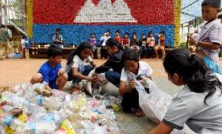 Shkolla e mbeturinave: Aty ku fëmijët paguajnë orët e anglishtes me vetëdije ndaj ndotjes së ambientit