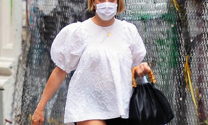 45 vjeçarja Chloe Sevigny tregon trupin e tonifikuar vetëm 3 muaj pas lindjes