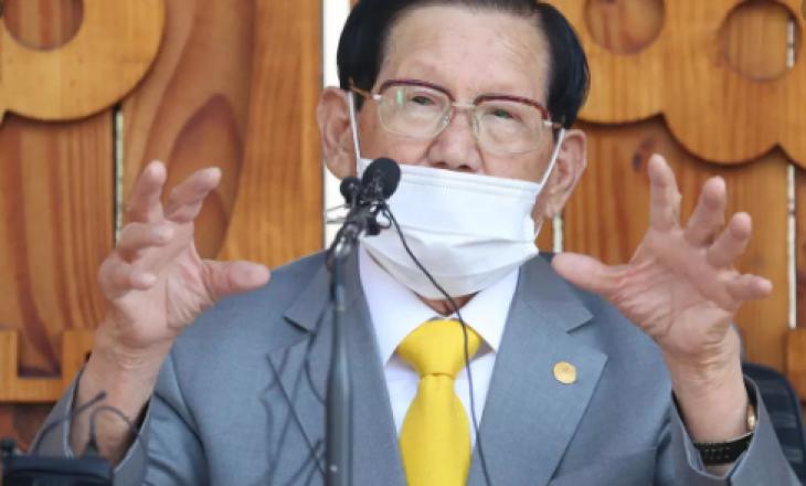 Lideri i një sekti korean arrestohet si shkaktar për përhapjen e virusit