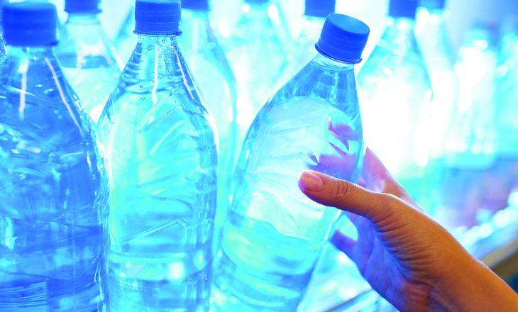 Kjo është arsyeja pse uji në shishe ka datë skadence