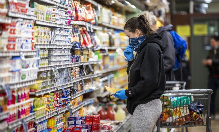 Një rregull i thjeshtë për të kursyer para në blerjet e ushqimeve