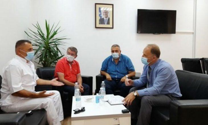 ShSKUK dhe FSShK diskutojnë për pagesën shtesë prej 300 eurove për punëtorët shëndetësorë