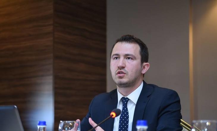 Krasniqi thotë se nëse konfirmohen aktakuzat, gara për kreun e PDK-së do të jetë mes Uran Ismailit dhe Enver Hoxhajt