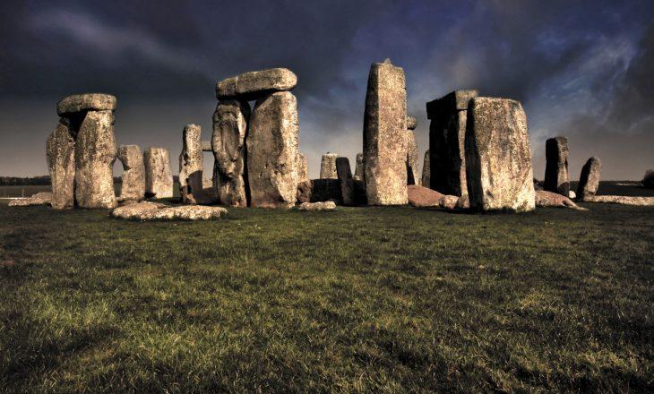 """Shkencëtarët më në fund zbulojnë prejardhjen e gurëve të famshëm të """"Stonehenge"""""""