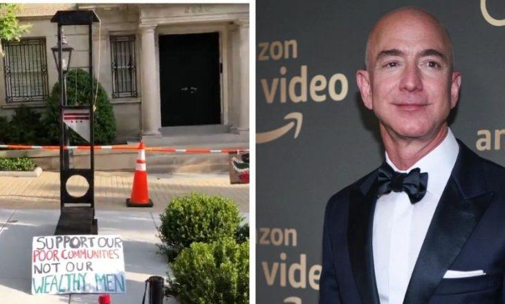 Protestuesit ngritën një gijotinë jashtë shtëpisë së Jeff Bezos
