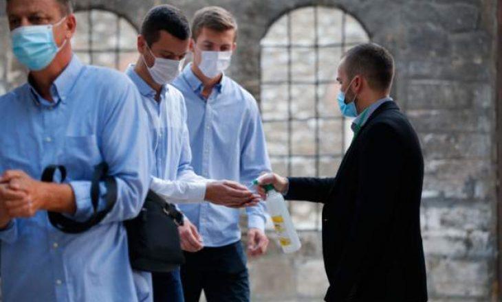 U ndalohet pushimi të gjithë mjekëve në Bosnje – shkak rritja e numrit të të infektuarve