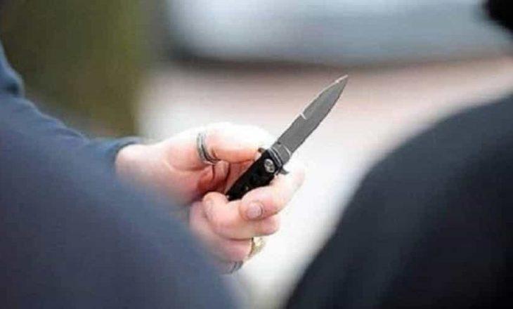 """Policia njofton se një grua e ka """"goditur disa herë me brisk"""" një burrë në Podujevë"""