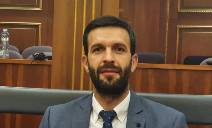 """Deputeti i VV-së e fton kryeministrin të """"çohet"""" se """"u bo sabah"""""""