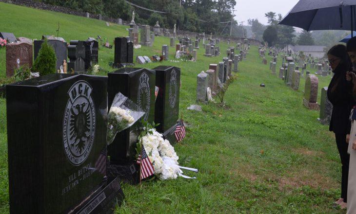 Ministrja Haradinaj-Stublla premton drejtësi për krimet e Serbisë, në vizitë tek varresat shqiptare në New York