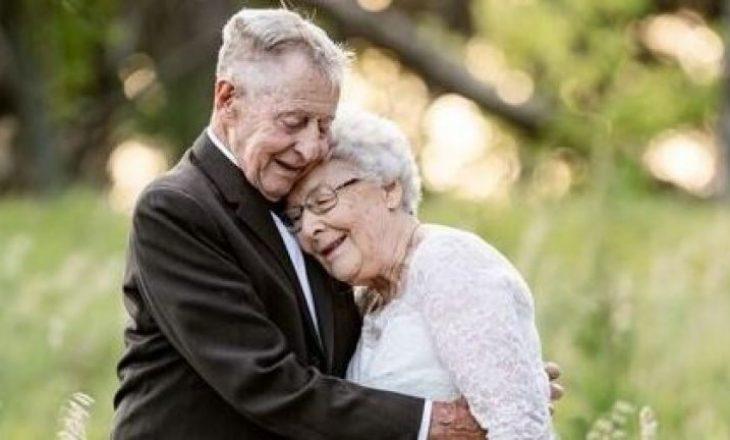 Çifti festojnë 60 vjetorin me një fotosesion veshur me rrobat e dasmës