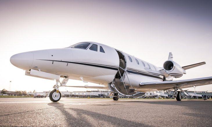 S'kanë para mjaftueshëm – i ofrojnë avion privat si kompensim