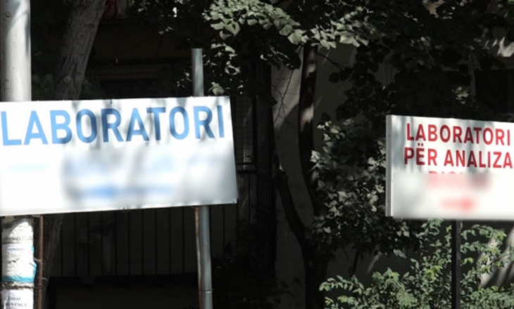 Laboratorët privatë po i detyrojnë qytetarët t'i bëjnë nga dy testime për Covid-19