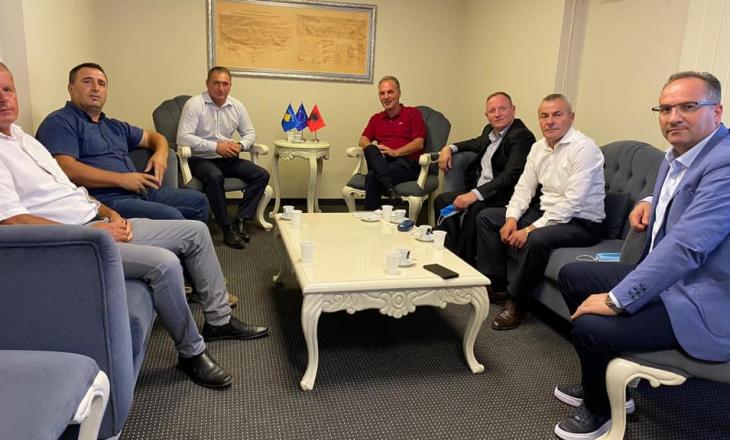 Limaj i merr Haradinajt tre zyrtarë të AAK-së nga dega e Malishevës
