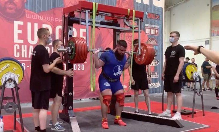 Peshëngritësi rus thyen dy gjunjët derisa provon të ngritë mbi 400 kilogramë (VIDEO)