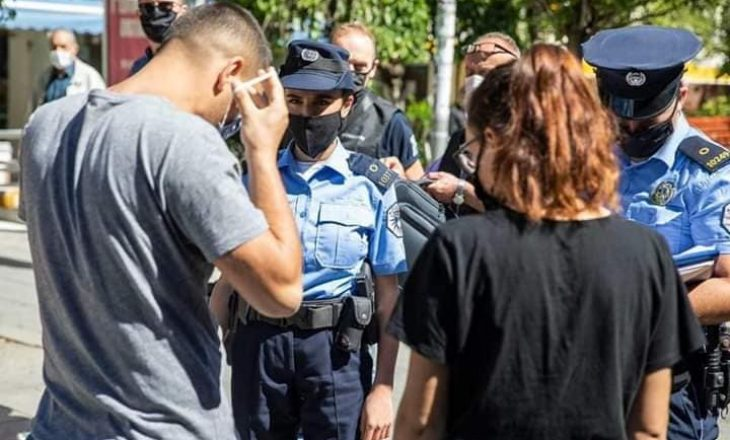 Prishtinë: Gruaja që u ndalua se s'kishte maskë – sulmon policinë