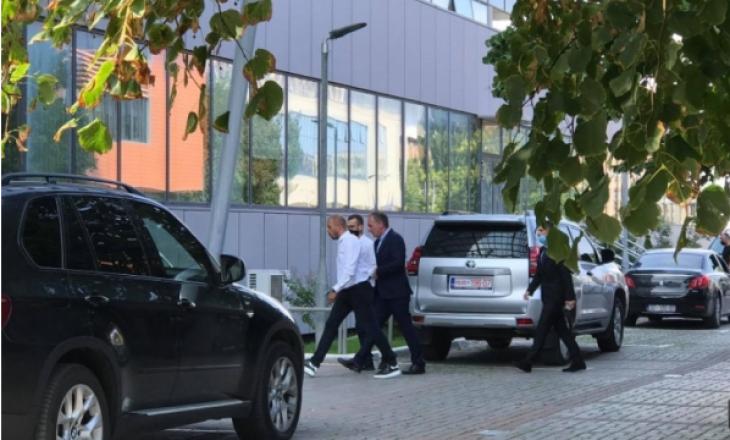 Parnerët e Qeverisë: Mbërrijnë Haradinaj e Limaj për t'u takuar me Hotin dhe Mustafën