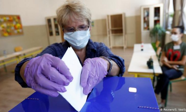Numër i madh i qytetarëve po votojnë në Malin e Zi