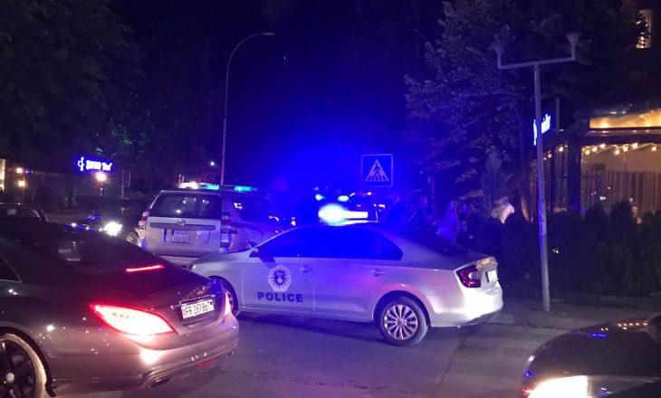 """Mbrëmjet e së premtes: Policia shpërndan të rinjtë nga """"kafet e vogla"""""""
